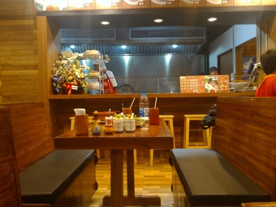 タイ料理の店「バーン モーディン(Baan Mohdin)」で食事 ...